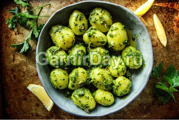 Картофель с зеленым луком в пароварке