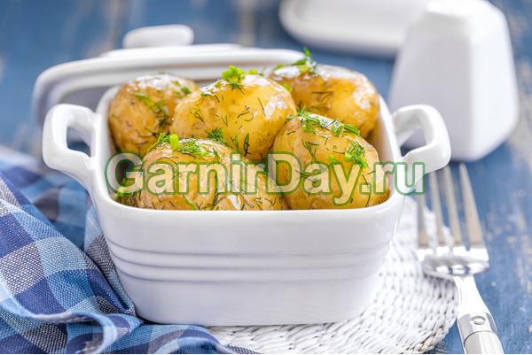 Молодой картофель на пару