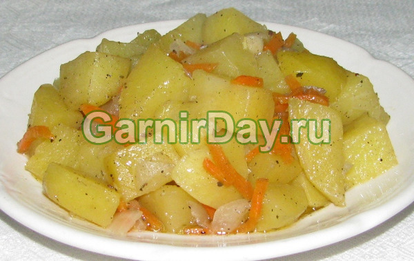 Классическая тушеная картошка в мультиварке