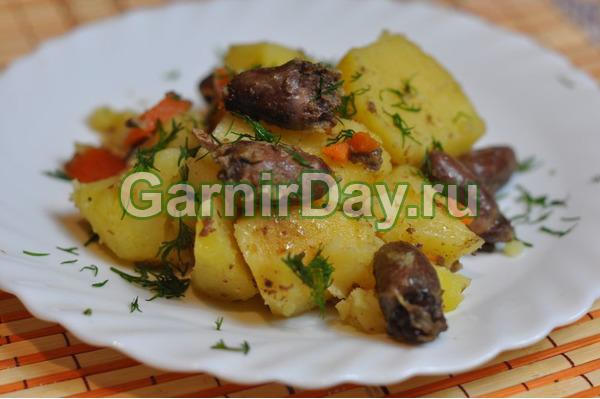 Тушеная картошка с куриными сердечками