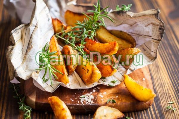 Картофельные дольки в сырном соусе