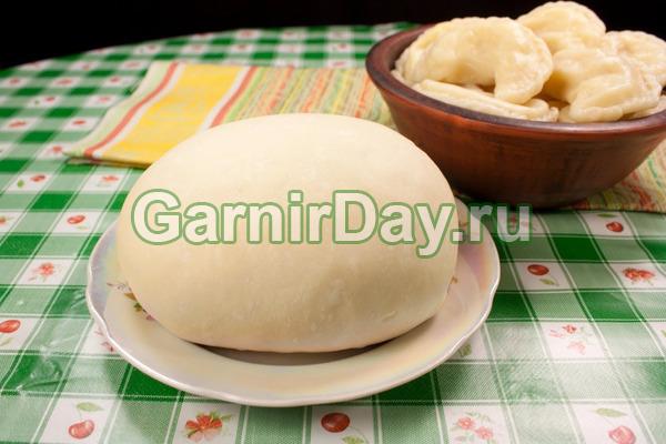 Простое тесто для вареников с яйцом и растительным маслом