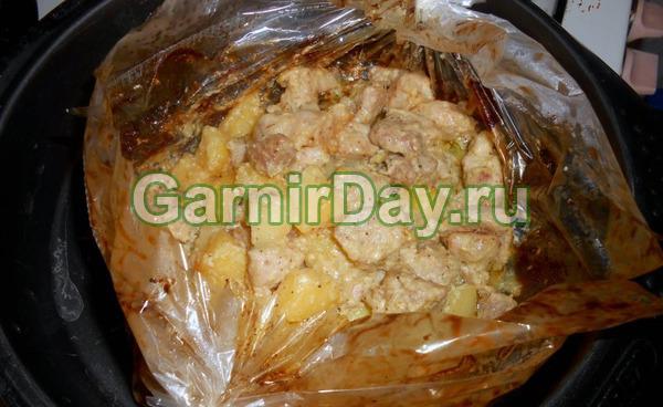 Картошка в рукаве со свининой