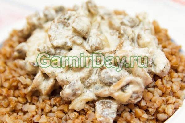 Гречка с грибами и сметаной